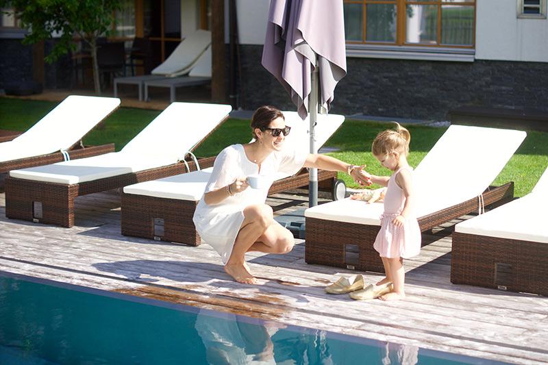 das-rivus-salon-mama-outdoor-pool-3