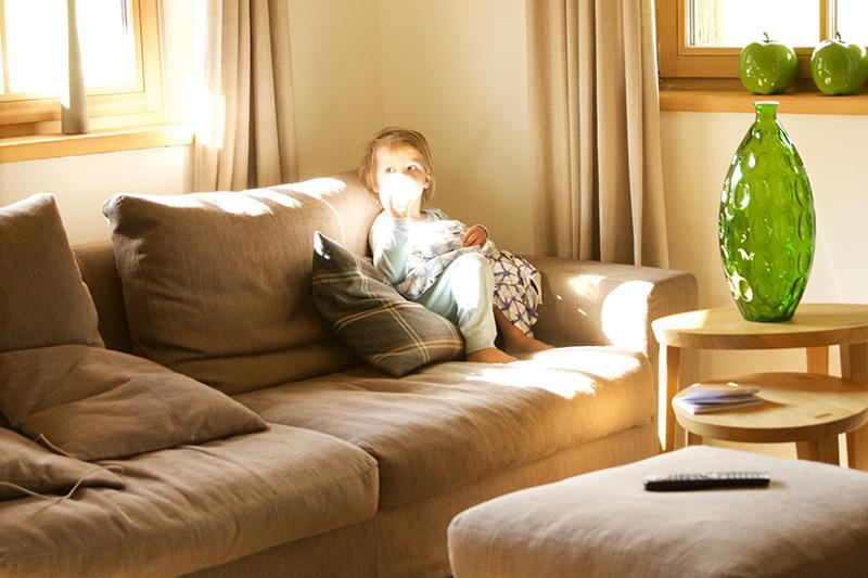 das-rivus-salon-mama-wohnzimmer