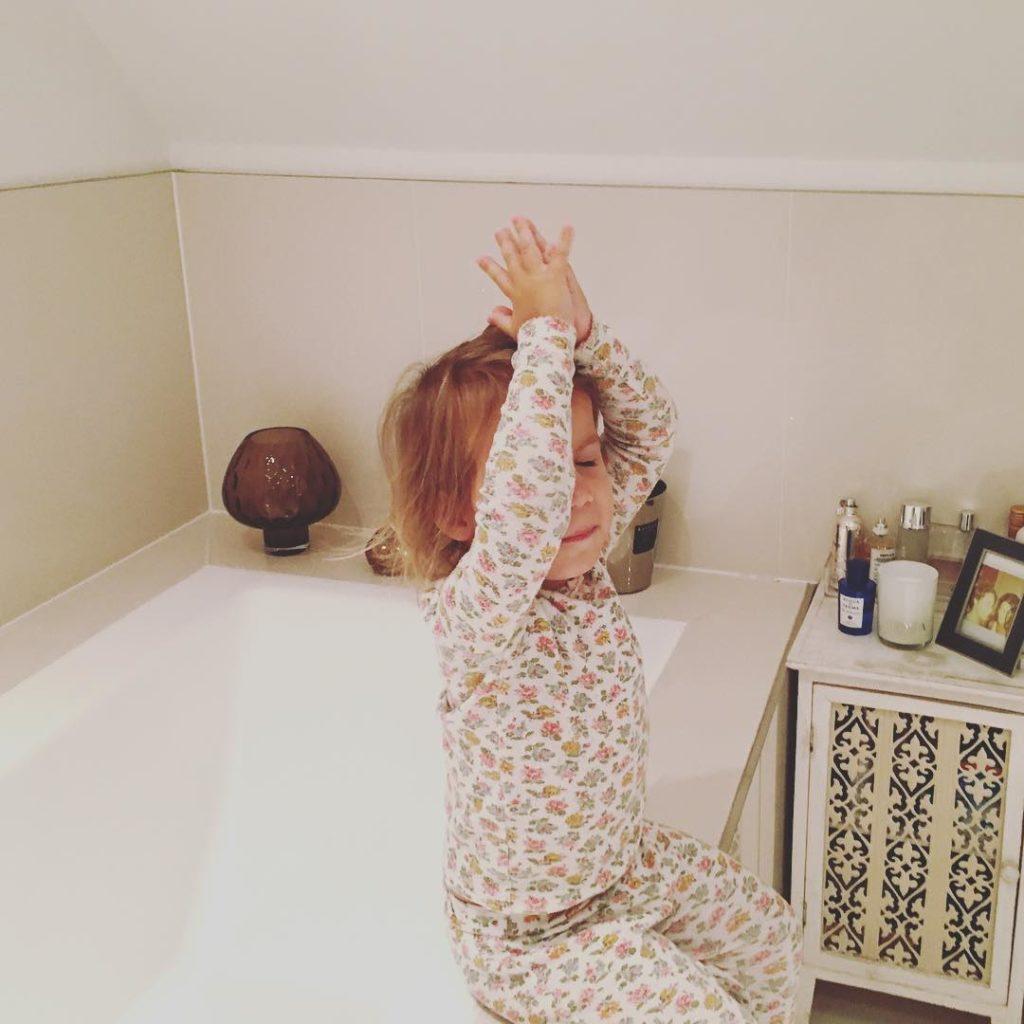 Madame macht lieber Yoga als schlafen zu gehen Ohmmmm dahellip