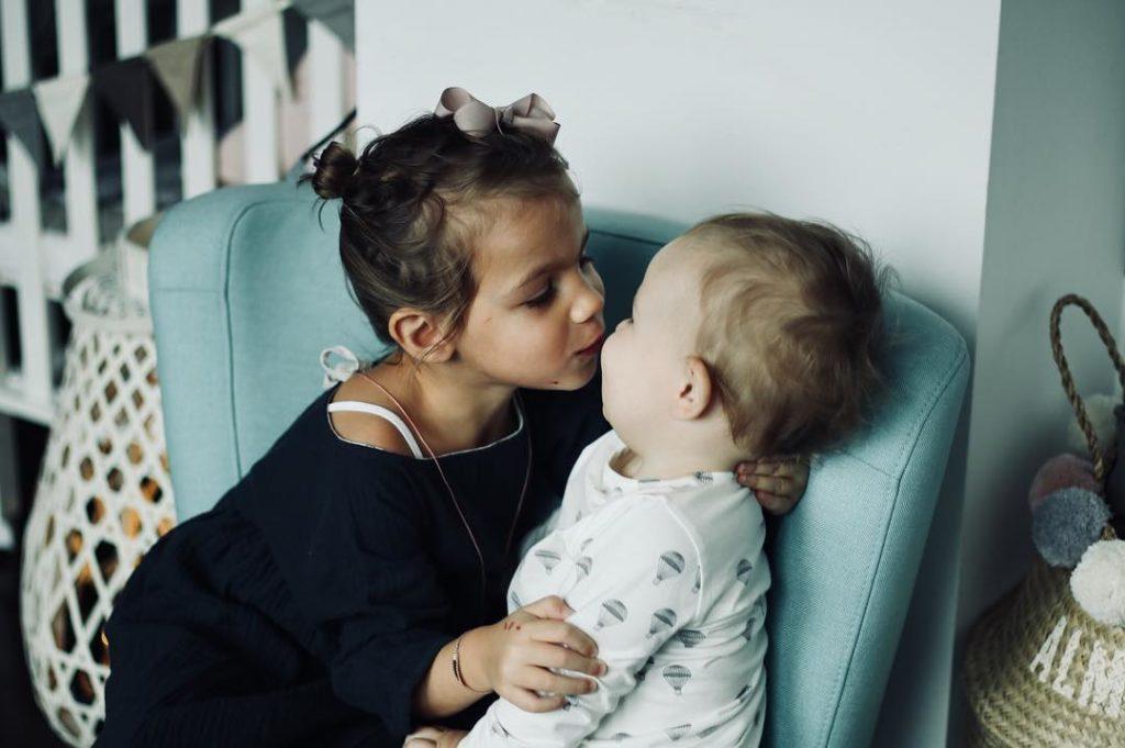 Guten Morgen Bussi     geschwisterliebe grosseschwester kleinerbruderhellip